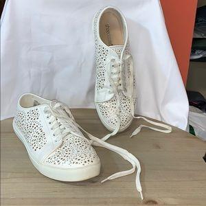 Shoe dazzle tennis shoes